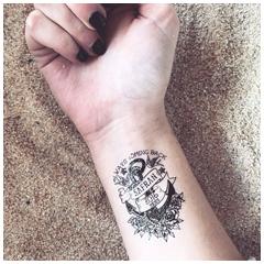 Tattoo personnalisé ancre noire