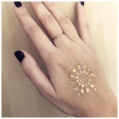 Tattoo personnalisé logo doré